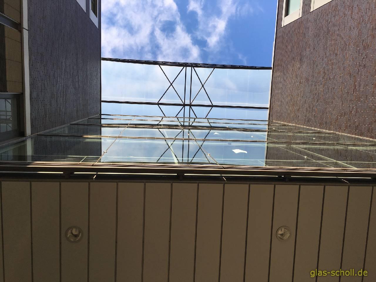 glas fassaden reparatur mit dem kran glas scholl duisburg duisburg m lheim oberhausen essen. Black Bedroom Furniture Sets. Home Design Ideas