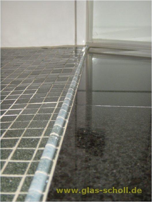acryl schwallschutz auf dem boden bei ebenerdigen duschen. Black Bedroom Furniture Sets. Home Design Ideas
