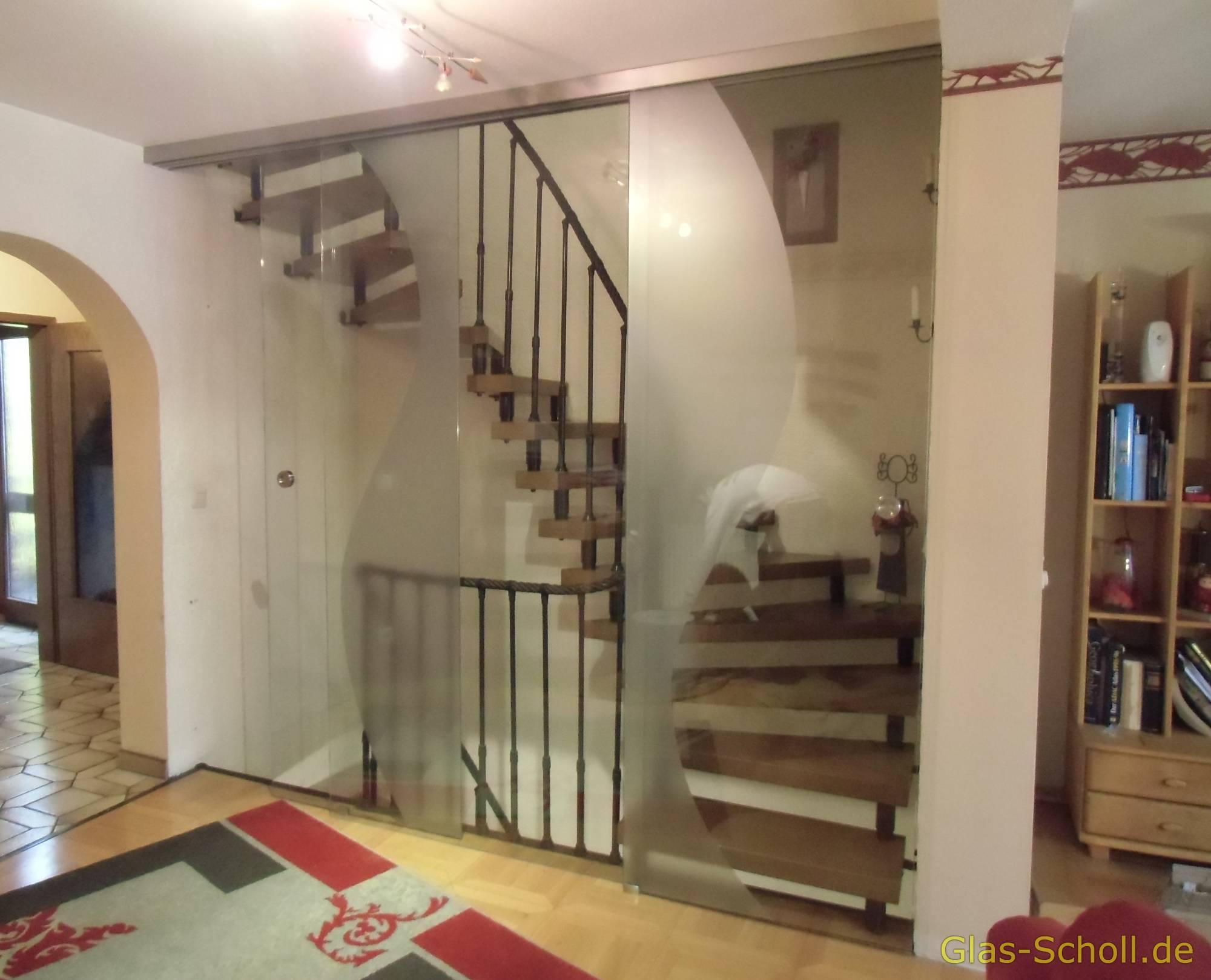 Glasschiebetür vor Treppenhausabgang als Wind-/Schallschutz von Glas ...