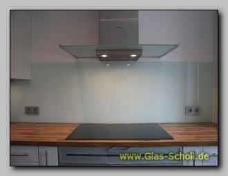 Extrem langer Küchen-Spritzschutz aus lackiertem Sicherheitsglas mit ...